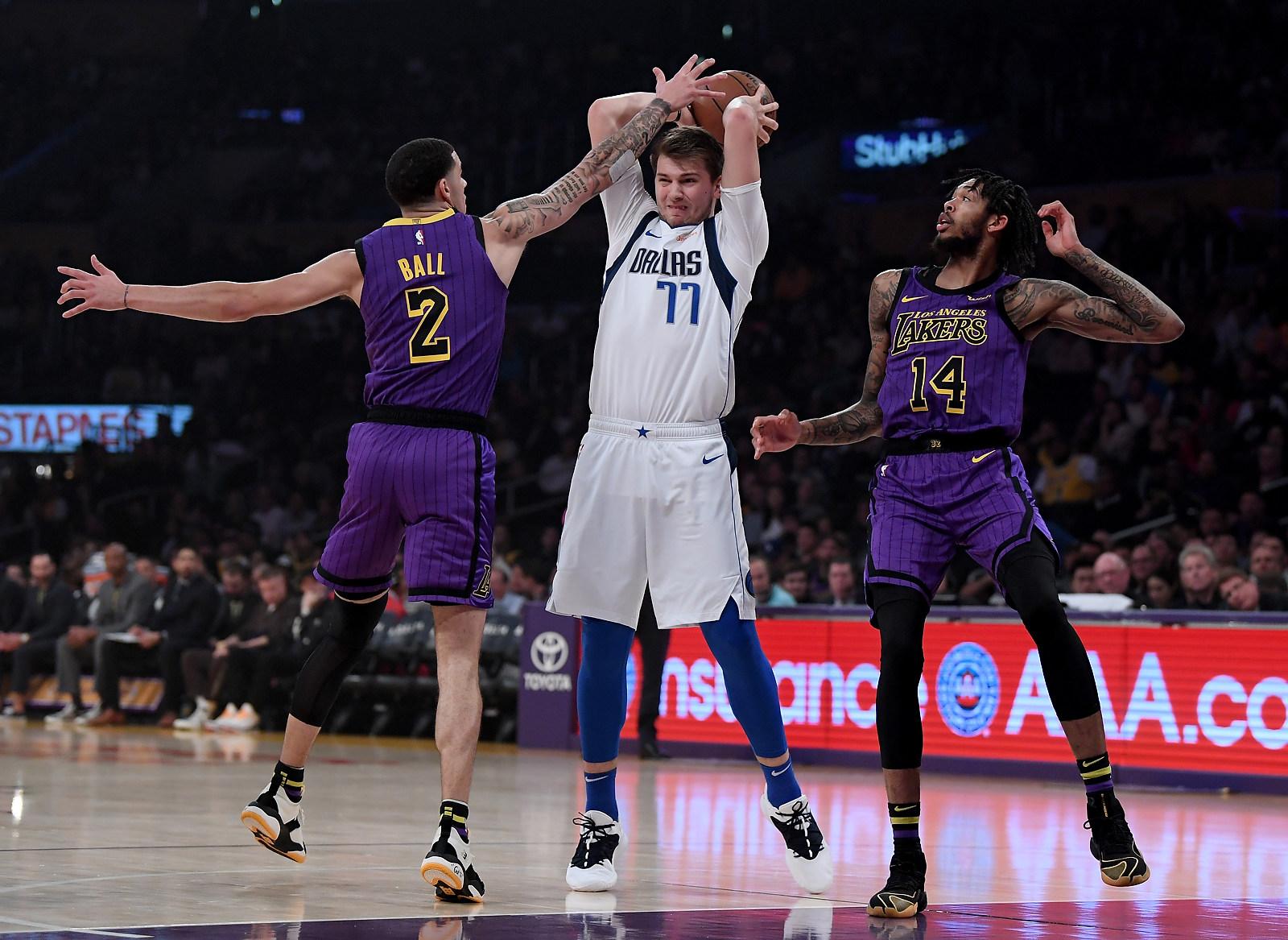 Luka Doncic có block LeBron James bao nhiêu lần đi nữa, Lakers vẫn thắng dễ  dàng Dallas - Bóng rổ 24h. Tin tức bóng rổ